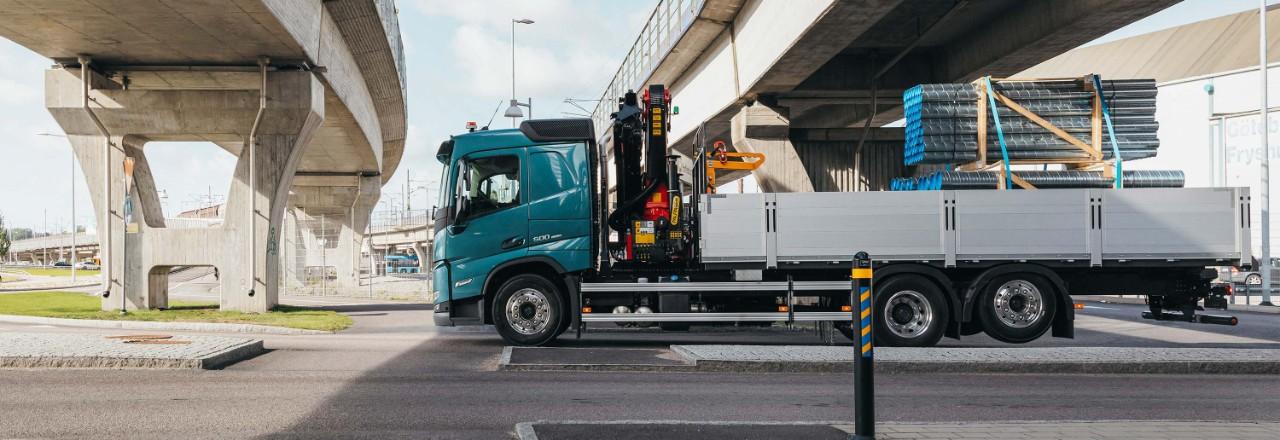 Iegādājieties Volvo FM ar plašu tiltu izkārtojumu, garenbāzu un šasijas augstumu klāstu jūsu vajadzībām.